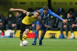 Dortmund přišel o vítězství v nastavení, Pavlenka tahal šest míčů ze sítě