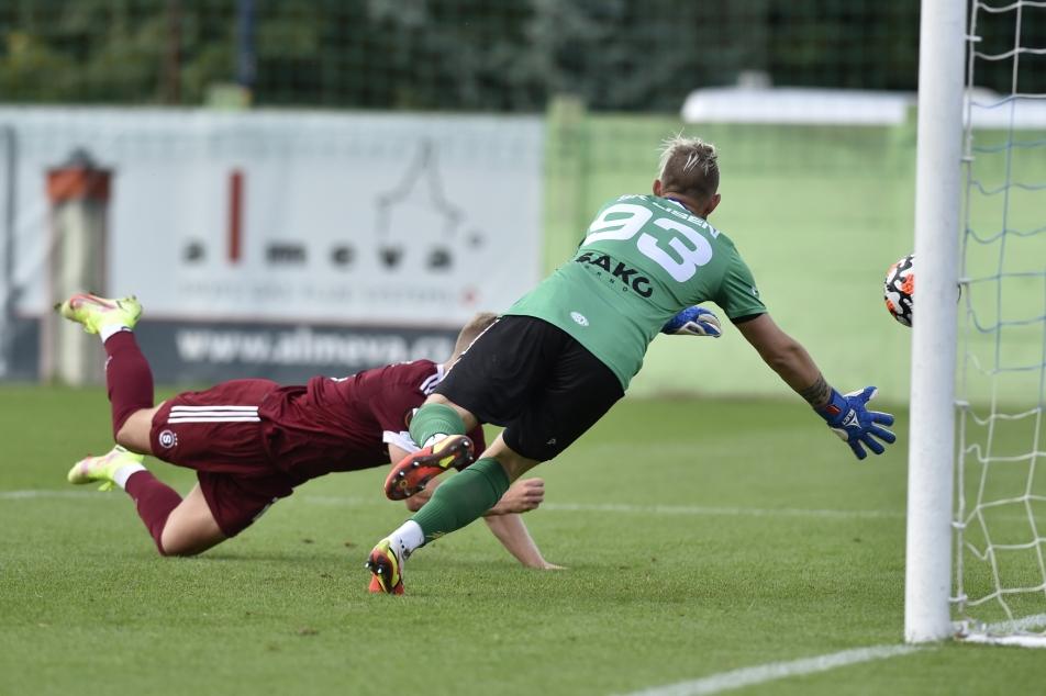 Slavia averted the embarrassment in Velvary.  Sparta shot himself, Banik only succeeded in overtime – ČT sport – Czech Television