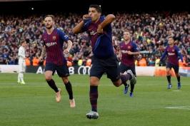 Suárez řídil demolici Realu hattrickem. Barcelona ovládla El Clásico i bez Messiho