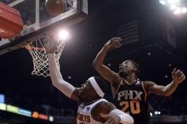 Poslední Suns zaskočili na Západě Denver, Towns z Minnesoty nasbíral 27 doskoků