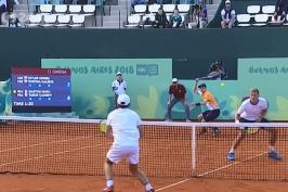 Mladí tenisté mohli přidat další medaili, bronz jim utekl o dva míčky