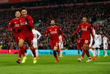 Liverpool překonal klubový rekord, Solskjaer dál vítězí. Arsenal v derby porazil Chelsea