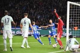 Hertha si vyšlápla na mistrovský Bayern, Dortmund předvedl velký obrat