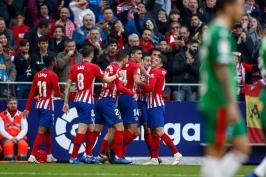 Vaclíkova Sevilla přišla o výhru v nastavení, Messi z přímých kopů rozhodl derby