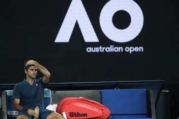 Federer v Melbourne nečekaně končí, vyřadil ho mladičký Tsitsipas