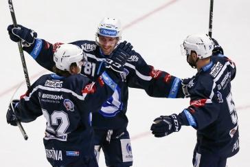 SOUHRN 37. KOLA: Plzeň srazila lídra z Třince v nájezdech, Pardubice konečně vyhrály