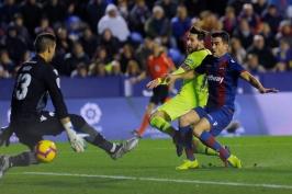 Messi řádil proti Levante, k hattricku přidal dvě asistence. Vaclík vychytal pátou nulu