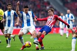 Atlético vybojovalo těsnou výhru nad Espaňolem, La Ligu dál vede Barcelona