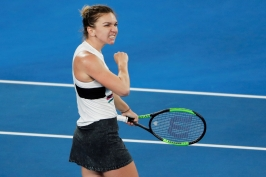 Halepová se na postup na Australian Open nadřela, Serena Williamsová dominovala