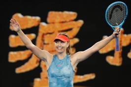 Wozniacká titul na Australian Open neobhájí, v epickém duelu prohrála s Šarapovovou