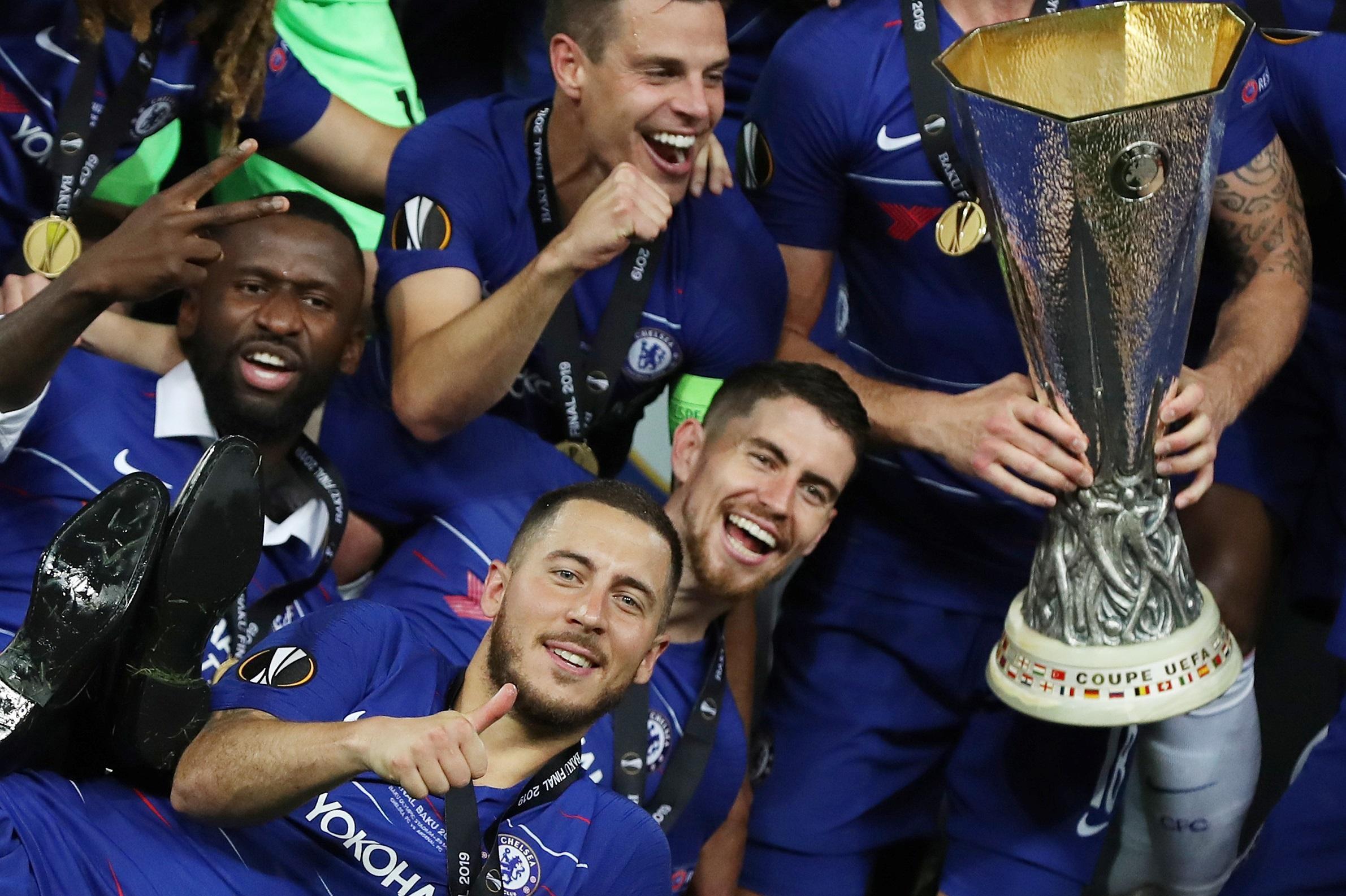 2edc85398 Čech zažil smutný konec kariéry. Chelsea nadělila Arsenalu čtyři ...