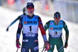 Klaebo potvrdil v Davosu roli favorita, Novák má jako první z Čechů premiérové body