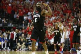 Harden heroickým výkonem zastínil Jamese, Suns překazili návrat Nowitzkého