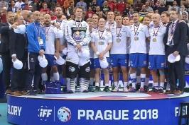 Medailový ceremoniál po finálovém utkání Finsko – Švédsko