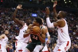Milwaukee v souboji nejlepších týmů Východu uspělo v Torontu