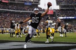 Steelers hazardují s postupem, Chicago si vyšláplo na Rams