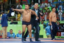 Olympijský striptýz se Mongolům nevyplatil. Tři roky se nepodívají na žíněnku
